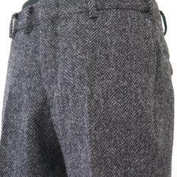 タイトなパンツを作りたい方は、タックのないノータックパンツ。 タック数が1タック、2タックと増えることに、腰まわり、ヒップまわりに ゆとりのあるパンツのシルエットとなります。 また、オーダーパンツなら、ワタリ巾といわれるモモ巾寸法や、 ヒザ巾、裾巾寸法を直接ご指定いただけます。