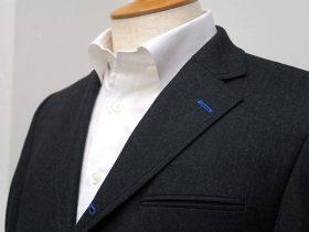 段返りジャケットの第一ボタン穴を色糸指定