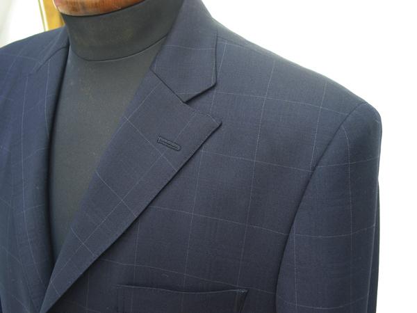 セミノッチ衿をジャケットデザインに取り入れる