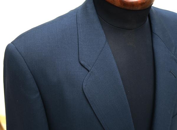 衿巾細めなクローバーラペル
