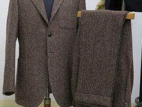 ハリスツイード生地使用、少しぜいたくな暖かなスーツ