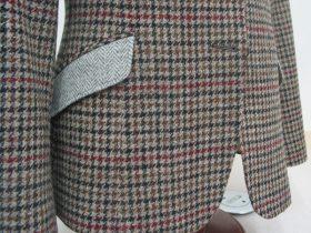 ジャケットの腰ポケットを別素材で仕立てるクレイジーパターン