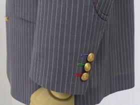 ジャケットやパンツのデザインをカスタマイズする