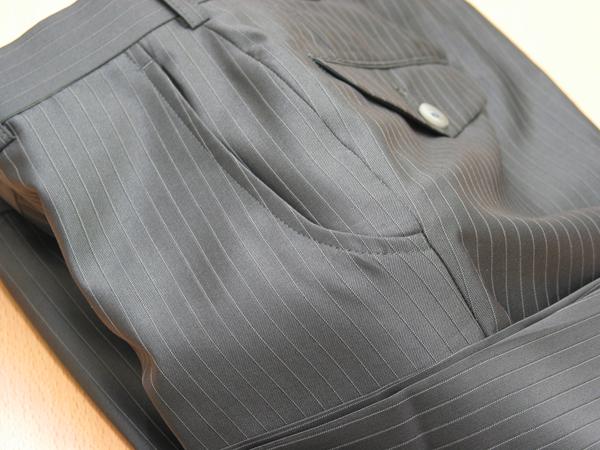 スラックスの脇ポケットをU字型ポケット