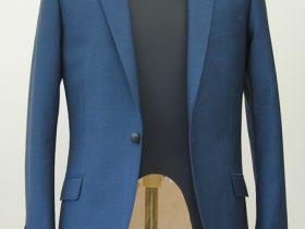 ショート丈シングル1釦でフロントすっきりなジャケット