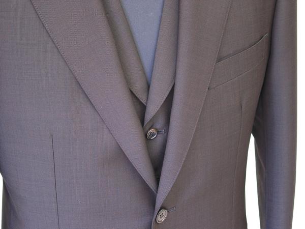 衿付きベストのスリーピーススーツ