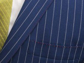 胸ポケットにも入る色糸ステッチ