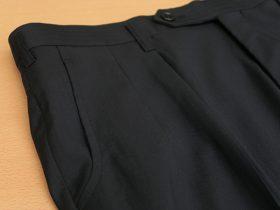 カスタムラインで仕立てる内ヒダ2タックパンツ、脇ポケットU字型