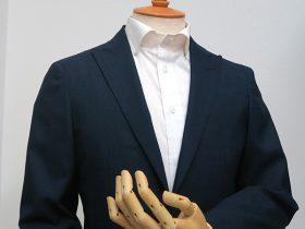 シングル1ボタンのジャケットで夏向きシルエット
