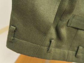 細いベルト用にループ長さを調整パンツ