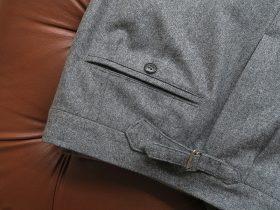 パンツ尾錠(トラウザーズバックル)を帯の中間に付ける