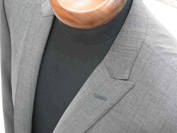 Ex-madeラインでお仕立ていただくことができる、タイトスーツ。 少し前までは、ナロータイプ、クラシコタイプのそれぞれ(…)