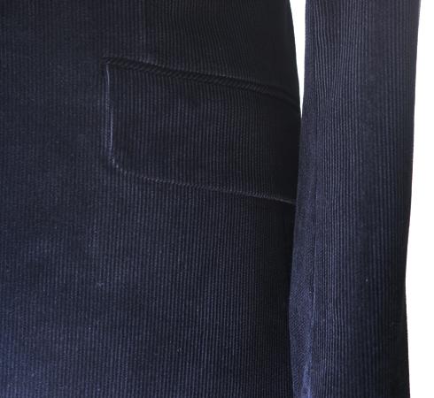 フラノ、ツイードとともにこの秋冬人気のコーデュロイジャケット。 カジュアル度の高い服地ですが、黒色コーデュロイの(…)