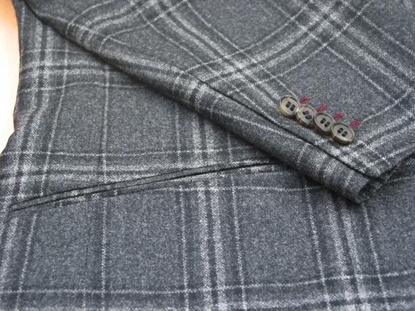 秋冬シーズンのイタリア製カノニコジャケットは、 カジュアルジャケットらしいチェック柄や、巾広のヘリンボーン柄(…)