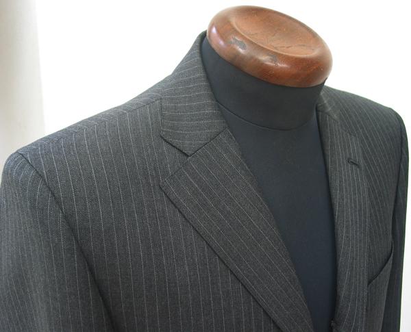 グレー色の中で、真ん中程度の色の濃さのグレーをミディアムグレー といいます。これより明るめだとライトグレー、濃いめだと(…)