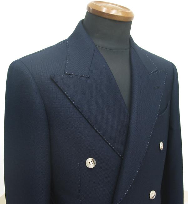 ダブルジャケットもタイトがトレンド。春先から秋口向きのサマーツイードなのでダブルもありです。(…)