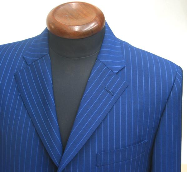 腰ポケットをアウト(パッチポケット)で仕立てるジャケットは 軽快感が増し、春夏シーズン向きなデザインとしておススメです(…)