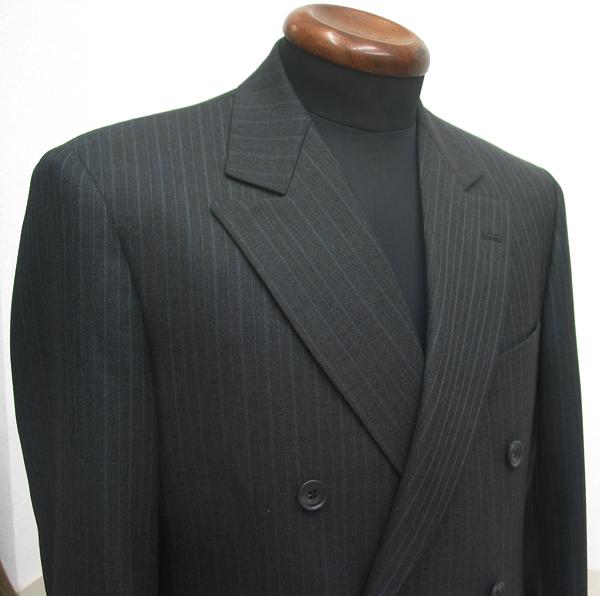 たまにはダブルのスーツをとお考えの方におススメなのが、 セミピークラペルのダブルスーツ。ダブルジャケット標準の(…)