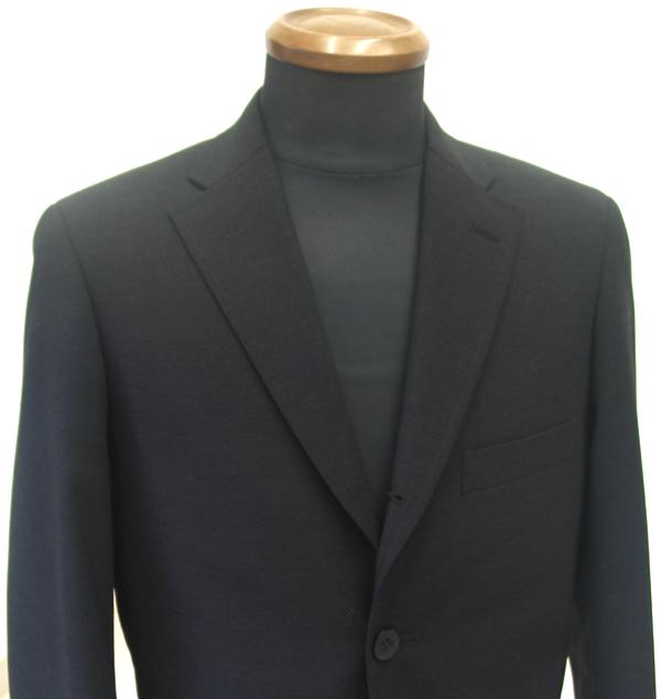 アメリカントラディショナルモデルのスーツの大きな特徴は、全体的にゆったり としたボックスシルエット。おしゃれというよりは、(…)