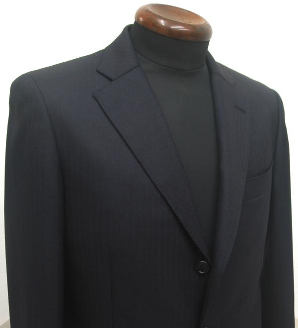 お仕事用スーツにはいつも、ネイビー無地やグレー無地ばかりな方に 少し思い切っていただきたいのが、スーツの生地柄の(…)
