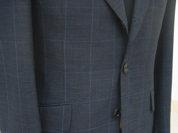 イギリス・ウエストヨークシャー州ハダーズフィールドの老舗 毛織物メーカー、エドウィン・ウッドハウスを一躍有名(…)