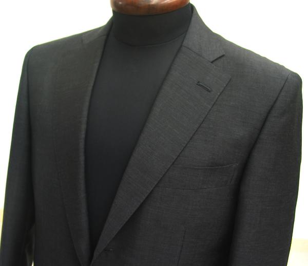 通気性にすぐれたモヘア生地にウール特有のしなやかさを活かしたモヘア混スーツはシャリ感があり春夏スーツとして最適です(…)