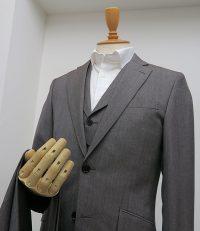 タイトクラシコ・衿付きベスト付き3ピーススーツ