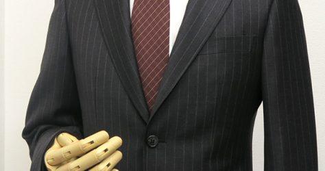 チャコールグレー・ペンシルストライプスーツ