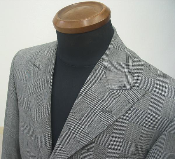 クラシコ・巾広ラペルピーク衿