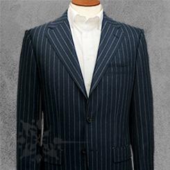 クラシコスーツ・高めの胸ポケット